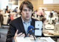 """Martin Heller streamt als Journalist auch live mit Periscope und Facebook wie hier im Newsroom der """"Welt"""". (Foto: Martin U. K. Lengemann / Die Welt)"""