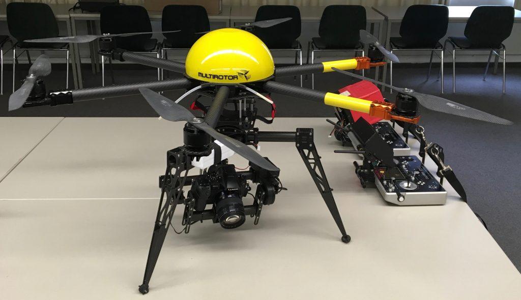 Diese 5-Kilo-Drohne kann eine Spiegelreflex-Kamera tragen (Foto: Sebastian Brinkmann)
