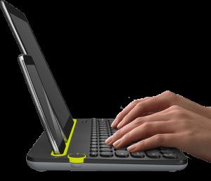 Dank des Drehreglers kann man die Tastatur für das Smartphone und das Tablet nutzen (Foto: Logitech.com)