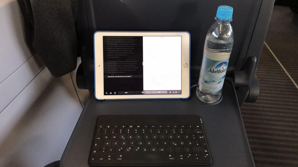 Zum Schreiben von Beiträgen ist das iPad mit Tastatur ideal (Foto: Sebastian Brinkmann)